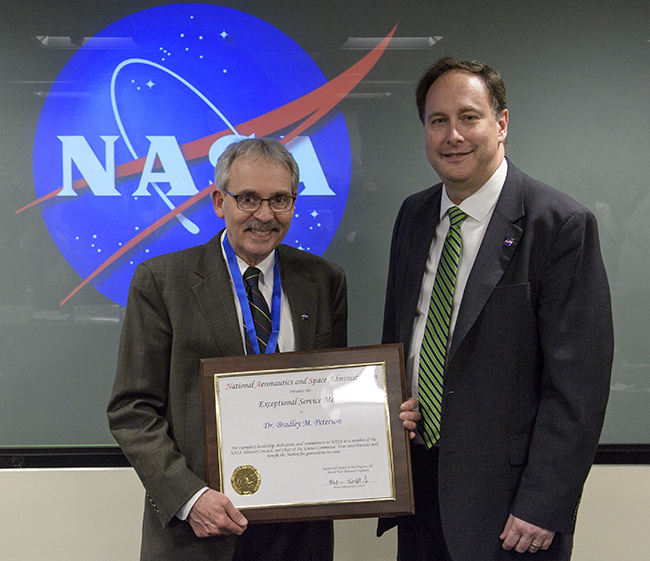Bradley Peterson, left, and Robert Lightfoot, acting administrator of NASA.