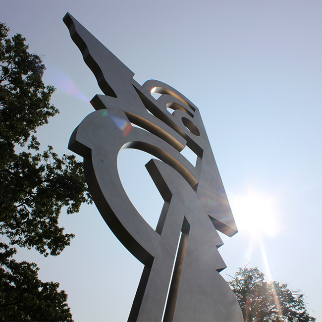 Modern Head was fabricated for Ohio State in memory of alumnus and American artist Roy Lichtenstein.