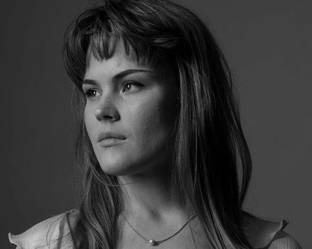 Lydia Simon in black and white
