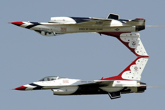 Thunderbirds No. 5 and 6 perform the calypso maneuver. Photo credit U.S. Air Force.
