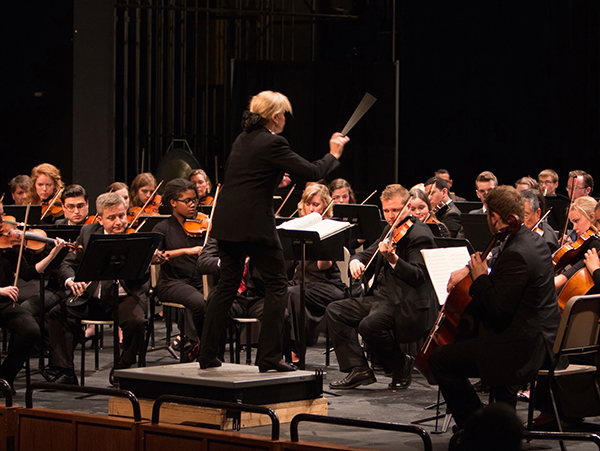 Miriam Burns conducting the Ohio State Symphony Orchestra