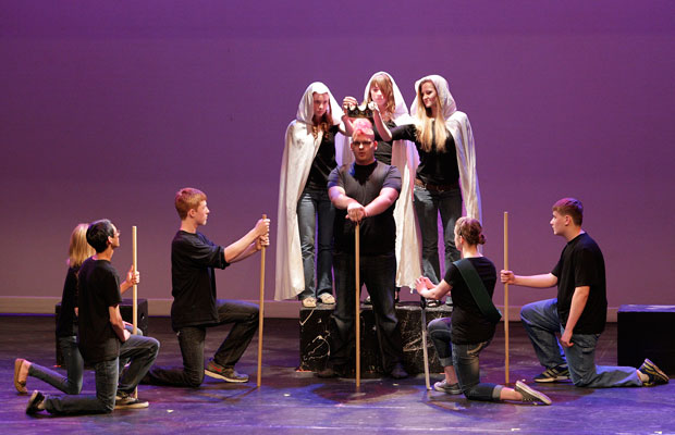 Ohio schoolchildren perform Macbeth