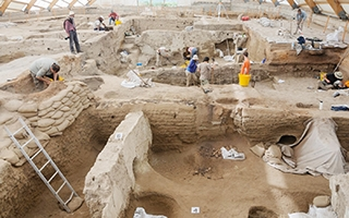 Excavations in a number of Neolithic buildings at Catalhoyuk.