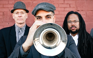 Imer Santiago (center) jazzes it up with members of The Imer Santiago Quintet.